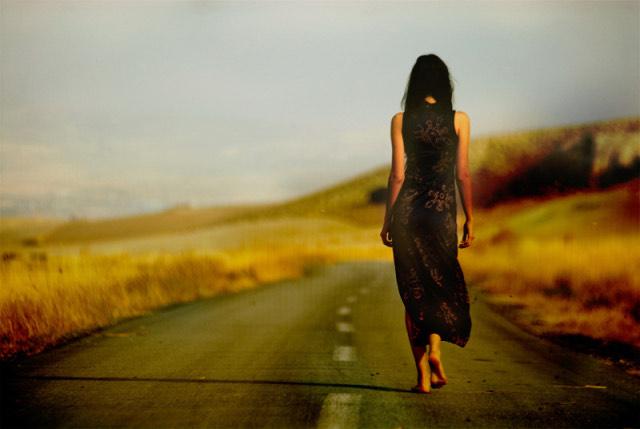 Mujer que se va